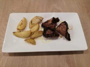 Secret a la brasa amb patata al romaní